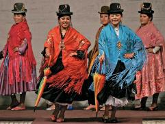 Desfile a la moda chola